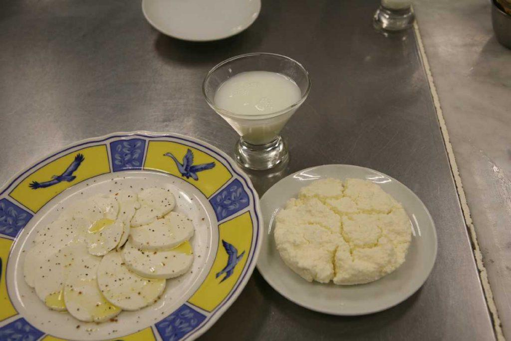 牛乳でチーズを作りました!
